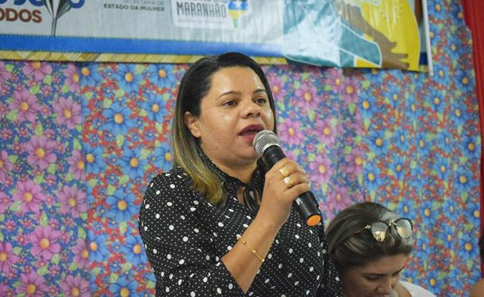 Secretária municipal de Chapadinha, Wanda Silva, confirma conversa com contratados