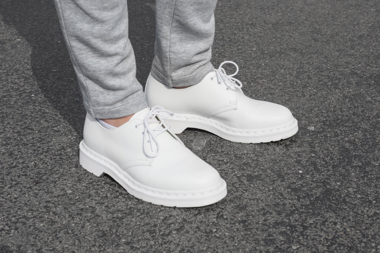 Monochrome white dr martens, mango sweat pants