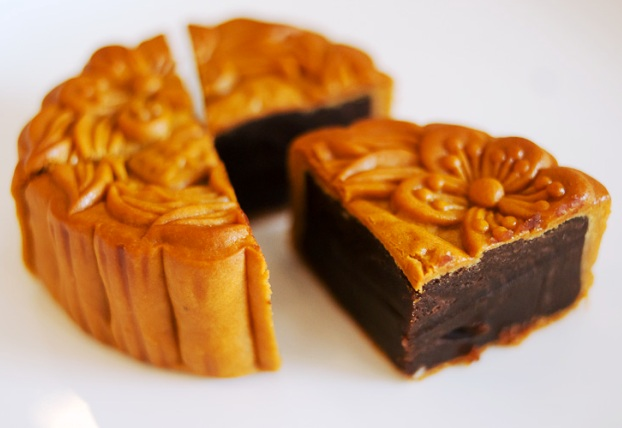 Food People Eat : Moon Cake - Traditional Chinese Delicacy