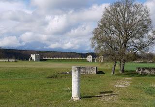 Kastell Pfünz / Castra Vetoniana (Mauerreste, Meilenstein-Replik, Teilrekonstruktion)