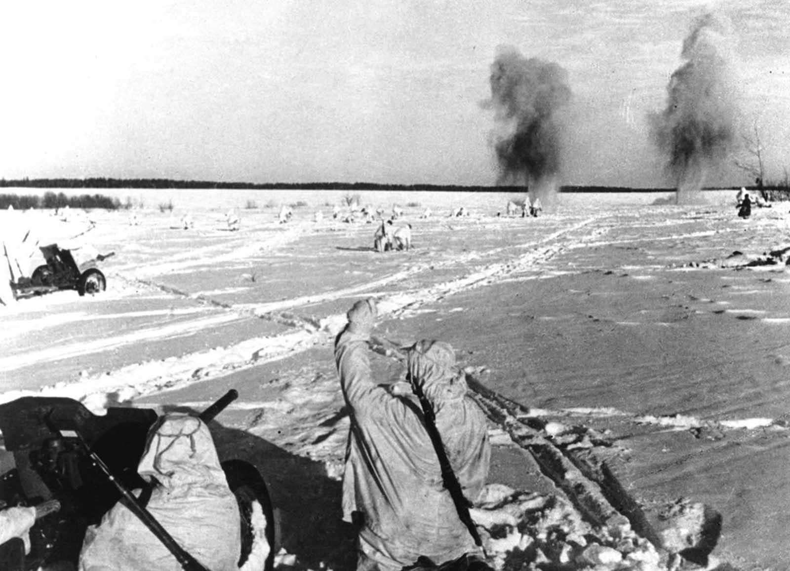 Red Army soldiers in camouflage gear on a snow-covered battlefield, somewhere along the German-Russian war front, as they advance against German positions on March 3, 1943.