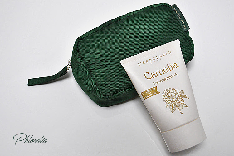 phloralia blog blogger naturale natural beauty bellezza cosmesi cosmetici cosmetic lerbolario erbolariobody corpo recensione review pochette verde green camelia camellia bagnoschiuma showergel