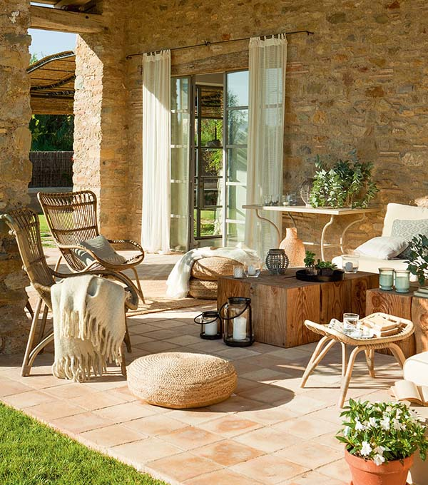 Decordemon charming stone clad spanish home infused with for Casas rusticas con jardin
