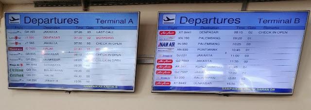 Papan informasi keberangkatan dari Terminal A dan Terminal B