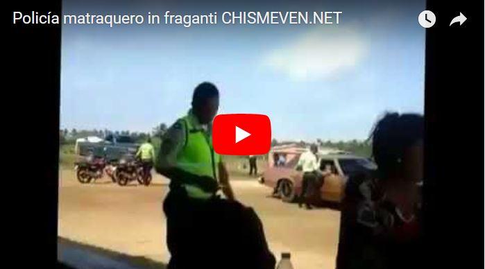 Policía matraquero grabado al cobrarle vacuna a una mujer