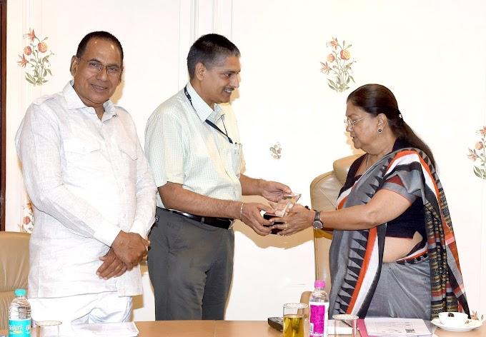 "Rajasthan Chief Minister Smt Vasundhara Raje got the ""Digital Leader of the Year"" award"
