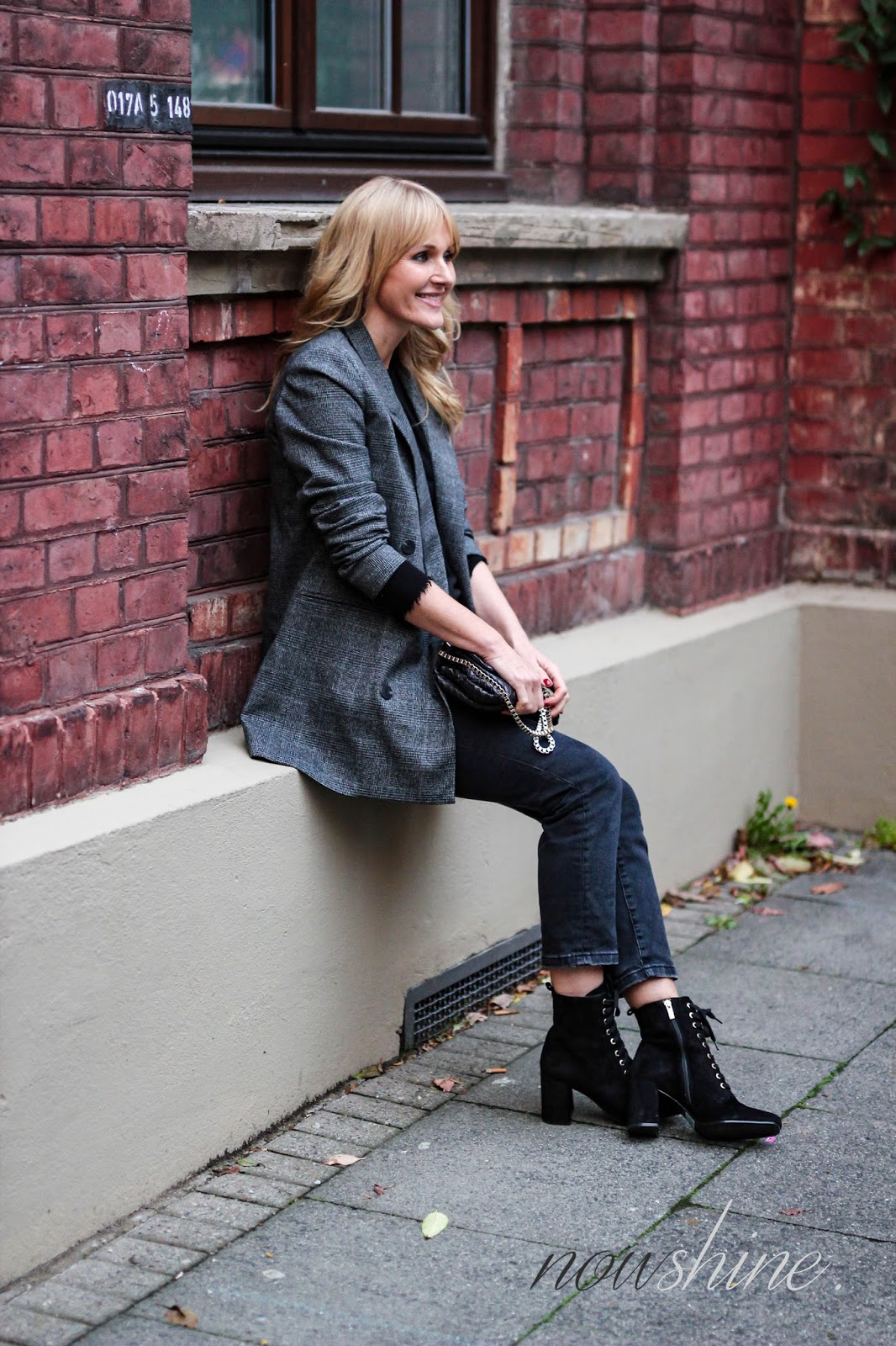 Mango Blazer, 7/8 Jeans, geschnürte Booties von Zumnorde, Mode Blog über 40