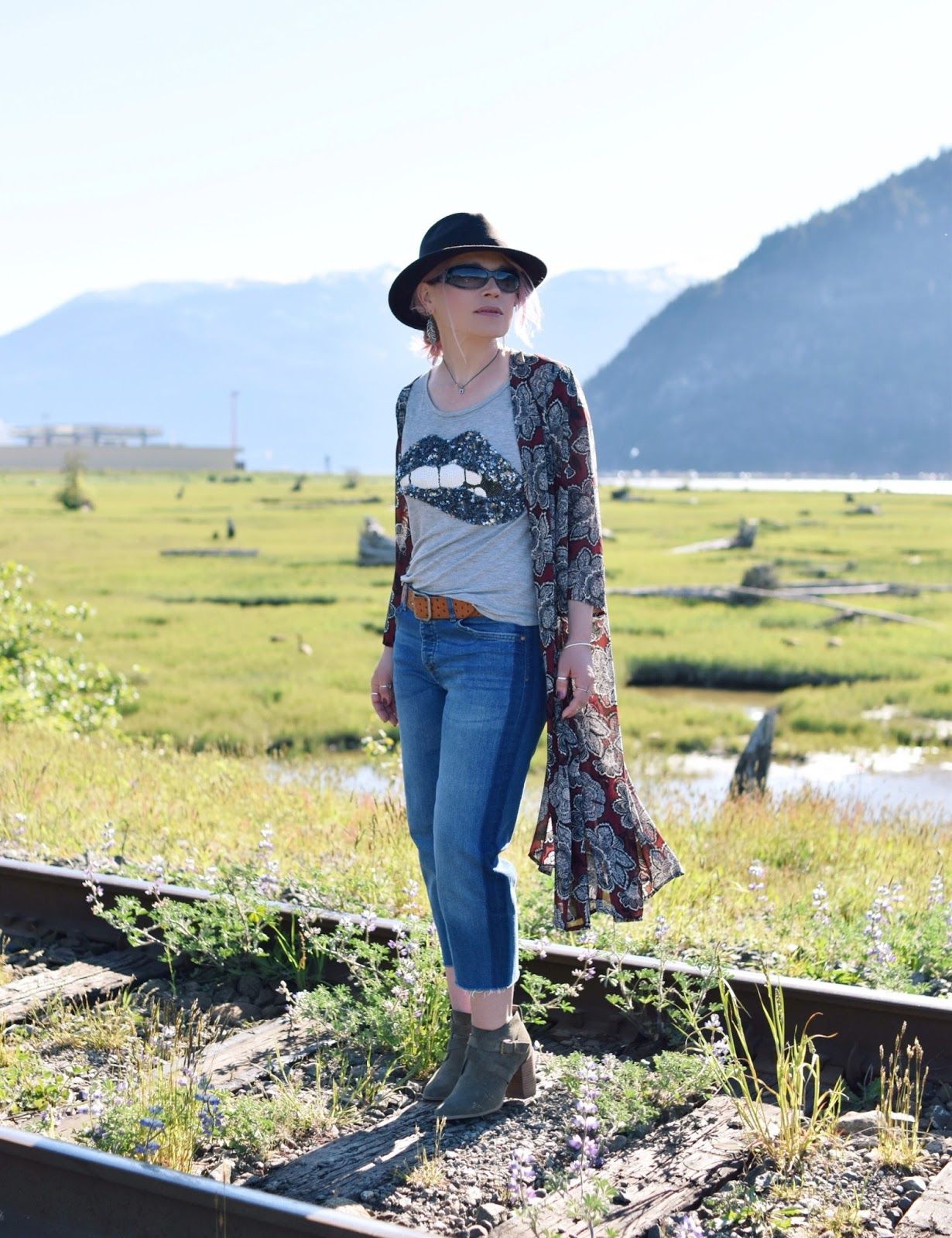 "Monika Faulkner outfit inspiration - styling cropped jeans with a sequinned ""lips"" tee, floral kimono, ankle boots and a fedora"