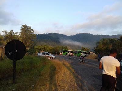 Manifestantes Quilombolas bloquearam a rodovia  SP-165 em Eldorado-SP