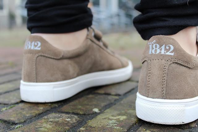 EST1842 sneakers Velcro taupe Zeeuws modemeisje