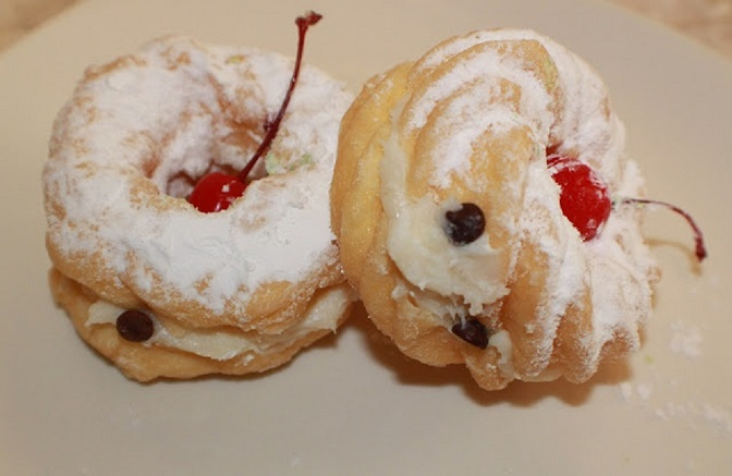 these are cream filled patchouli which is a cream puff filled with ricotta pudding filling for St. Joseph's Day and a delicious dessert