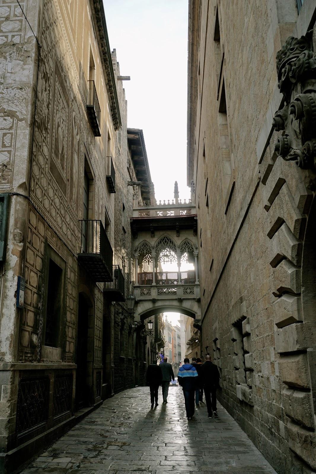 「ビズべ通り」の渡り廊下