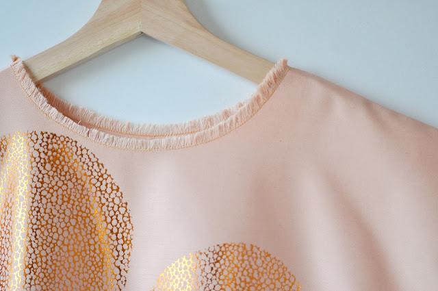 Lotte Martens, Matching outfits matching minds, zeefdruk, sewing, not another V-shirt
