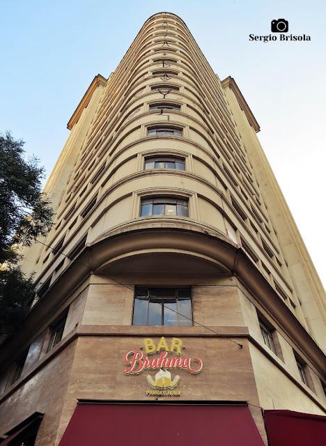Perspectiva inferior da fachada do Edifício Independência e Bar Brahma - Centro - São Paulo