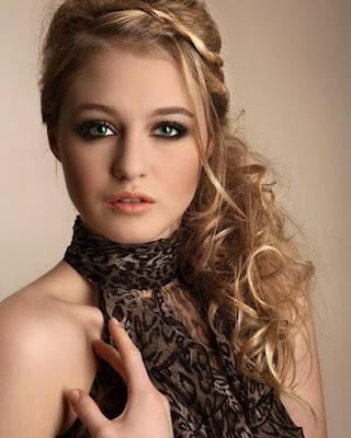 model rambut pesta untuk wajah bulat