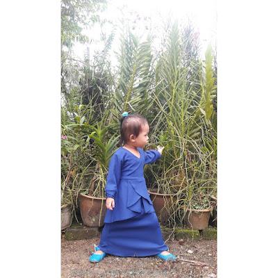 dhia zahra, gaya raya, raya 2018, gaya dhia zahra, baju raya dhia zahra, kurung moden kanak-kanak, kurung biru
