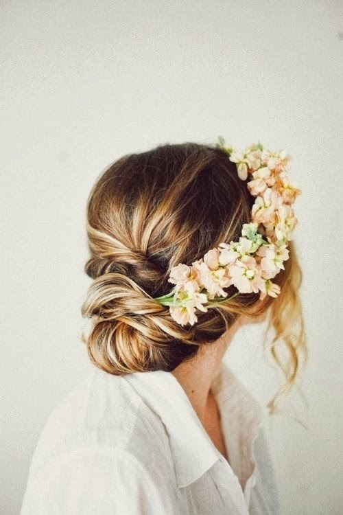 Simple yet gorgeous peach double stock hair accessories