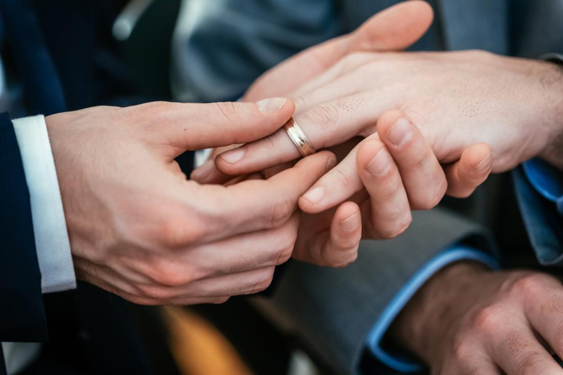 Igreja protestante britânica aprova celebrar casamento entre pessoas do mesmo sexo