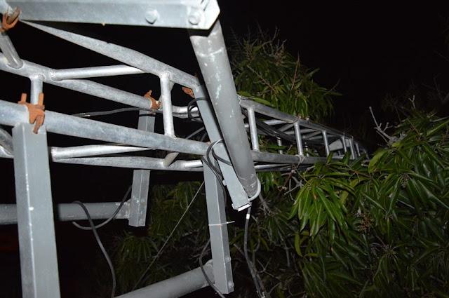 http://www.vnoticia.com.br/noticia/1827-fortes-rajadas-de-vento-derrubam-torre-de-internet-em-santa-clara
