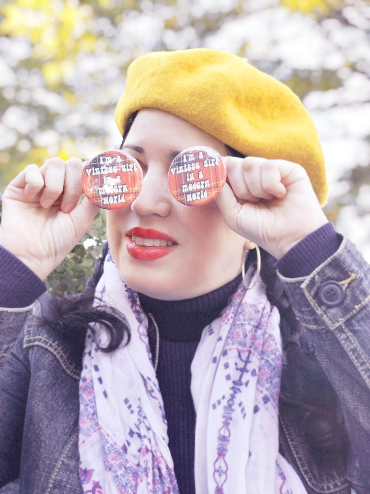 A Vintage Nerd, Vintage Blog, Vintage Girl in Modern World, Retro Buttons, Retro Lifestyle Blog