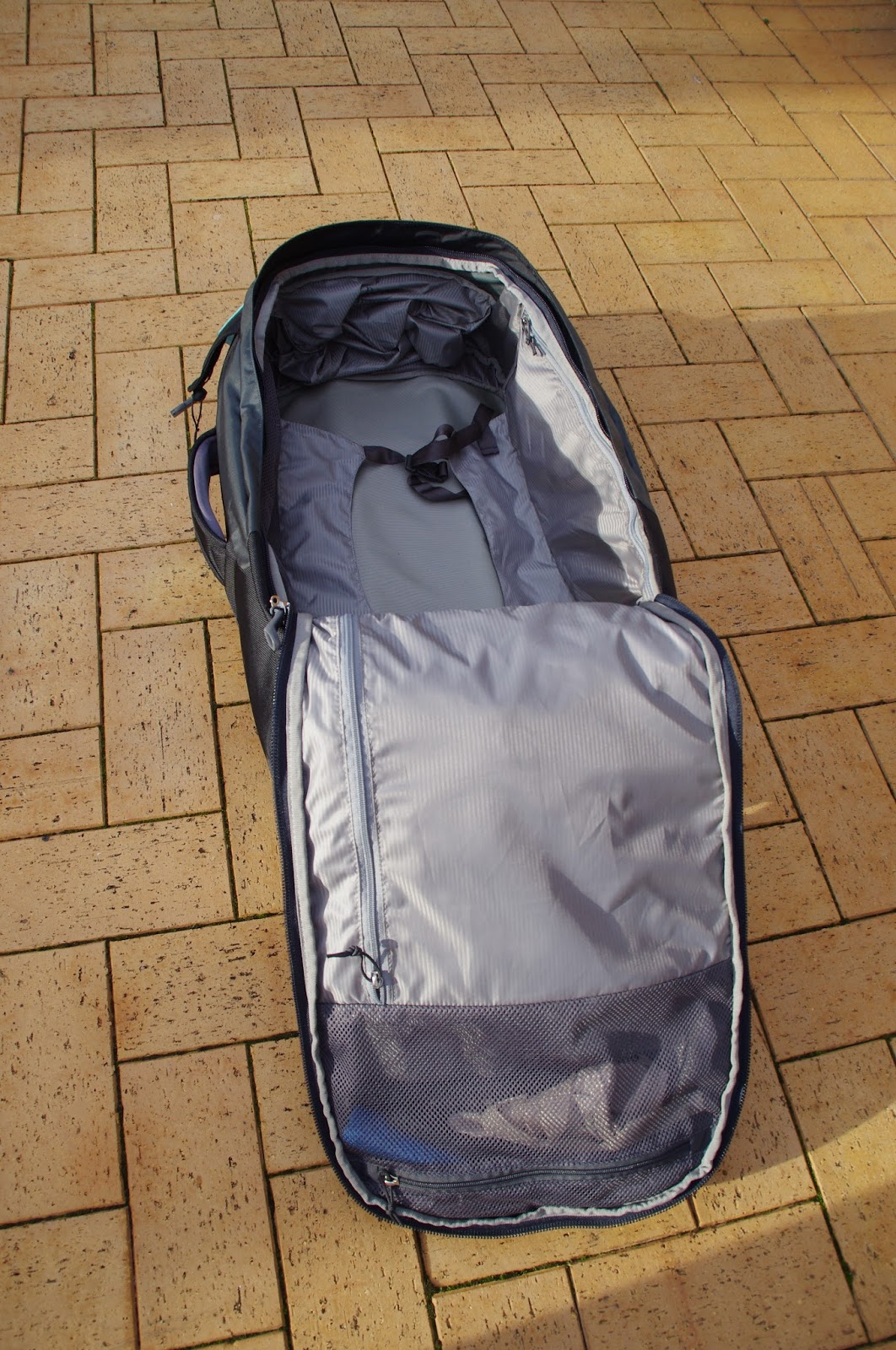 Osprey Meridian 75 Luggage interior