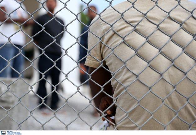 Επιβάλουν τον νόμο της σιωπής για τα κονδύλια του προσφυγικού