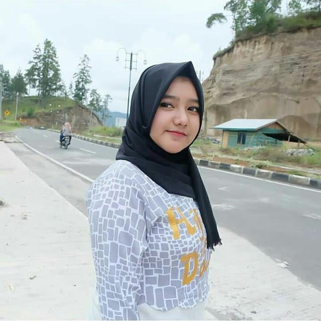 Cute Hijaber From Salatiga
