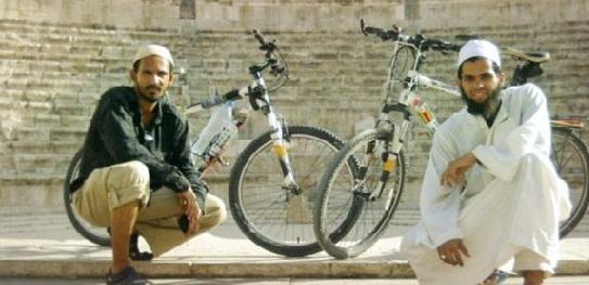 2 Pemuda Ini Rela Mengayuh Sepeda Dari Afrika Selatan Demi Bisa Berhaji