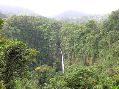 Cascada Río Fortuna, La Fortuna, Costa Rica, vuelta al mundo, round the world, La vuelta al mundo de Asun y Ricardo, mundoporlibre.com
