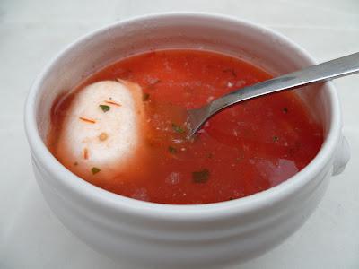les recettes de pauline soupe froide tomate mozzarella et basilic. Black Bedroom Furniture Sets. Home Design Ideas