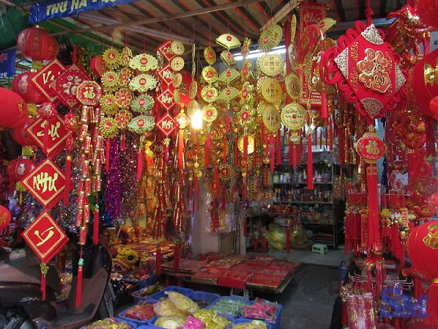 Ha Noi old quarter bustling before Tet 4