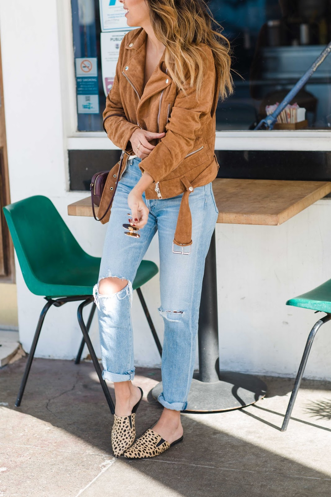 how to style boyfriend jeans, how to wear slides, casual weekend outfit, pursuit of shoes