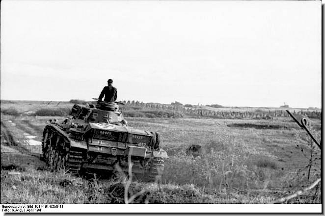 [Слика: german-panzer-3-tanks-move-into-yugoslav...l-1941.jpg]