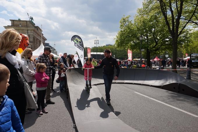 Berliinin lastentapahtuma vappuna Brandenburgin torilla