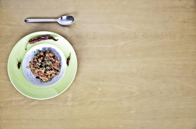 Gunakan piring kecil biar tidak berlebihan saat makan