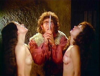 Susana Kamini, Tina Romero y Claudio Brook en una secuencia de Alucarda (1977)