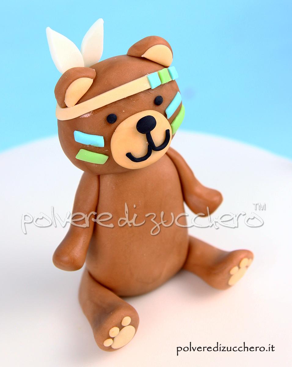 torta decorata cake design pasta di zucchero indiano orsetto indiano compleanno bambino polvere di zucchero