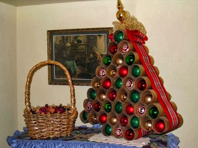 How to Recycle: Recycled Tabletop Christmas Trees Ideas