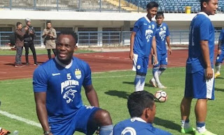 Persib Bandung: Essien Kembali, Gomez Terbantu Kualitas Lapangan GBLA