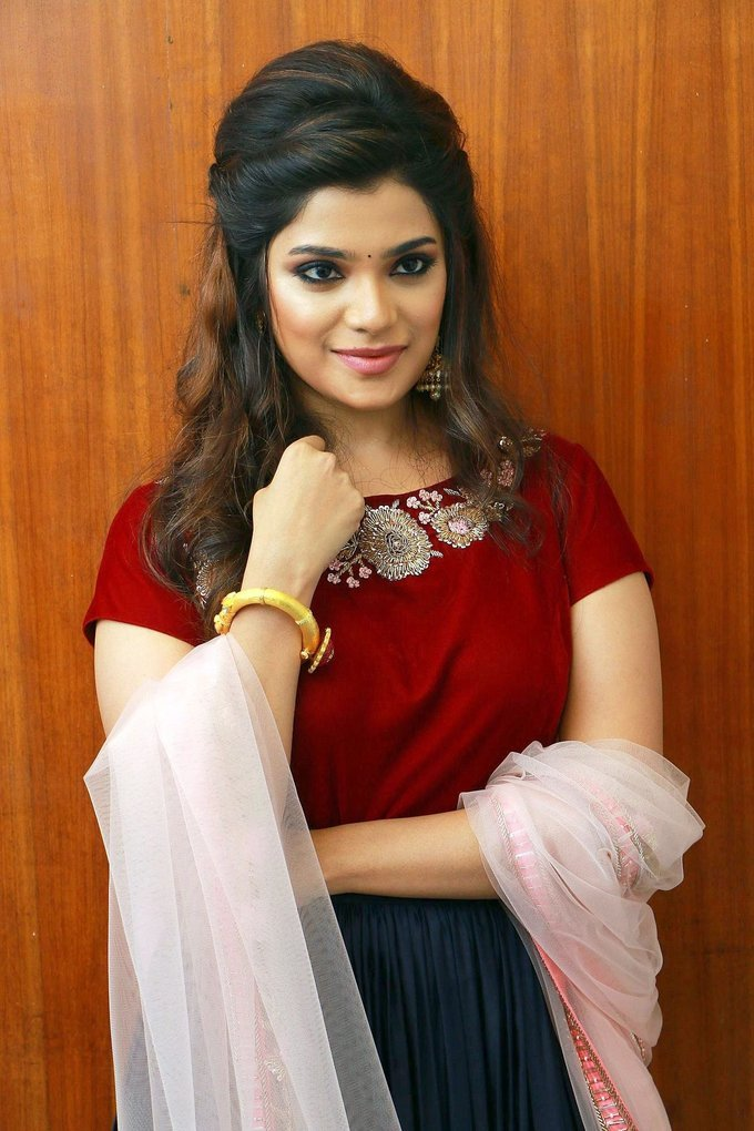 Aathmika at Meesaya Murukku Audio Launch Gallery