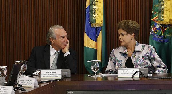 Dilma Rousseff sinalizou que vai negociar com o PMDB a indicação de pelo menos três nomes para compor seu novo ministério