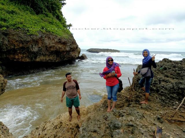 Eksplor pantai ngudel yang masil alami di pesisir malang selatan