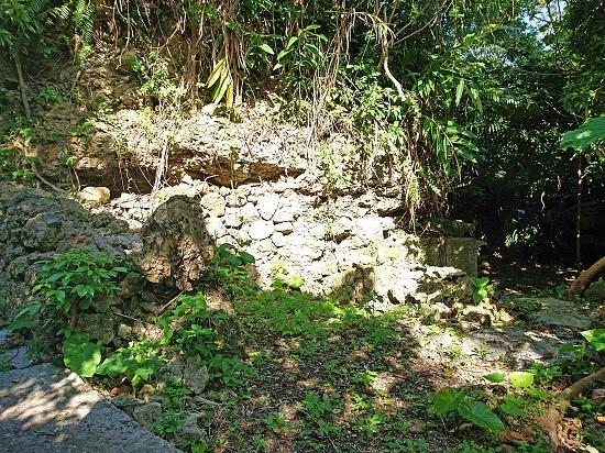 江洲グスク(江洲城跡)内にある古墓の写真