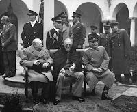 Churchill, Roosevelt y Stalin en la conferencia de Yalta
