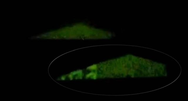 Silent Triangle UFO in the night sky filmed over Beausset, France Silent%2Btriangle%2Bufo%2Bfrance