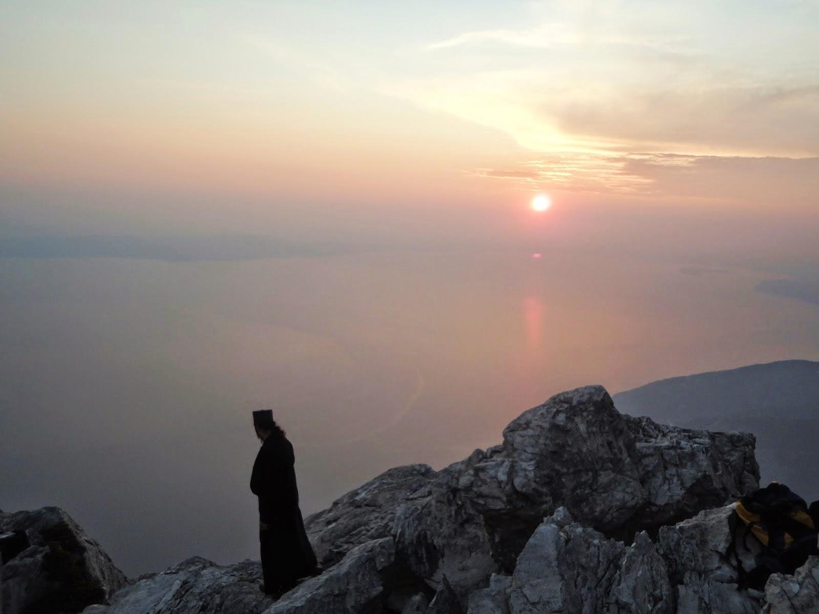 Αποτέλεσμα εικόνας για μοναχός σε βράχια