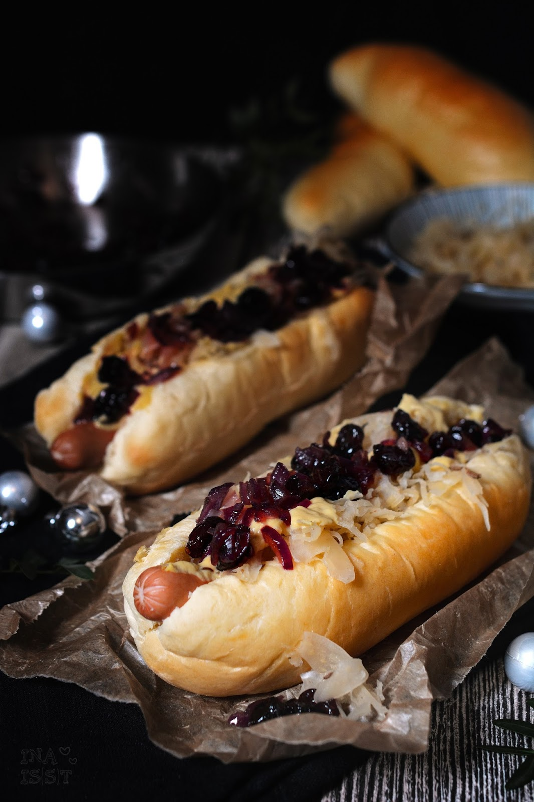 ina is s t weihnachts hot dogs mit sauerkraut und cranberry chutney christmas hot dogs with. Black Bedroom Furniture Sets. Home Design Ideas