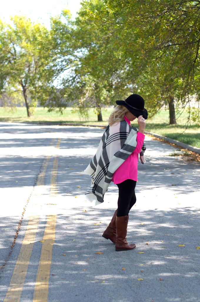 How_To-Wear_A_Floppy_Hat_With_a_Plaid_Poncho