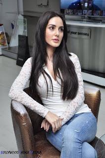 Farah Karimi.6.jpg
