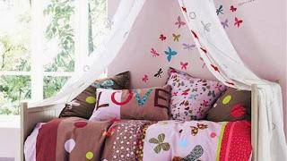 habitación con mariposas